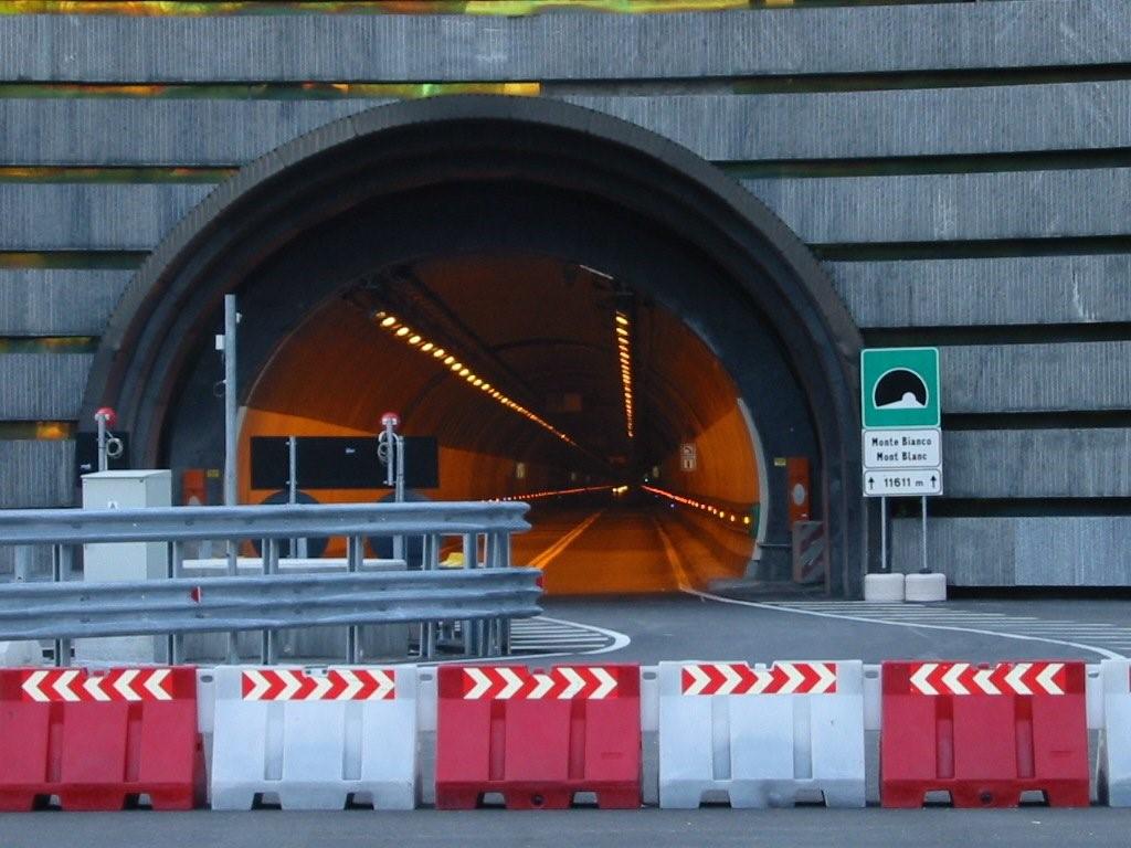 1 Temmuz İtibariyle Mont Blanc Tünelinde Euro 4 Araçlara Geçiş Yasağı Uygulanacaktır