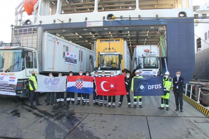100 Yaşam Evi Taşıyan Onlarca UND Yardım TIR'ı Hırvatistan'a Yola Çıktı