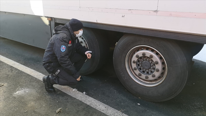 Türk Polisi Sırbistan Sınır Kapılarında 41.000 TIR Sürücüsüne Destek Oldu